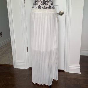NY Collection Sz L white sheer pleated maxi skirt